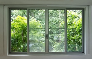 ventana de aluminio dando al exterior