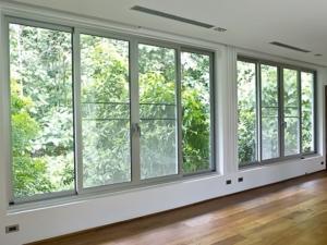 ventanal con vistas al campo