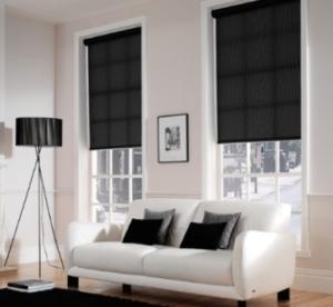persiana interior negra con cuadros anchos